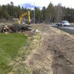 Der Wall, der unser Grundstück zur Straße abgrenzt