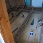 Der Einbau des Zwischenbodens für die neue Isolation